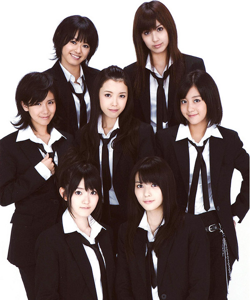 A promotion image of C-ute (a Japanese pop group at the time composed of seven members) in their FOREVER LOVE looks.
